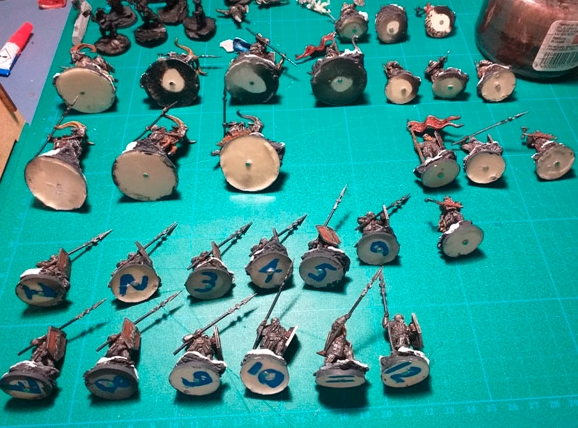 DIY Magnetized Miniatures Storage (2)